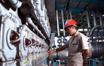 industria 1 1 400x255 - IBGE: indústrias empregavam 7,6 milhões de pessoas em 2019