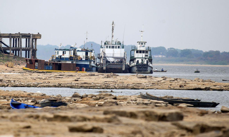 Baixa histórica em nível de rio atrasa comércio exterior do Paraguai