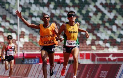 Paralimpiada Yeltsin Jacques e ouro nos 5000 m da classe T11 Athit Perawongmetha 400x255 - Paralimpíada: Yeltsin Jacques é ouro nos 5000 m da classe T11