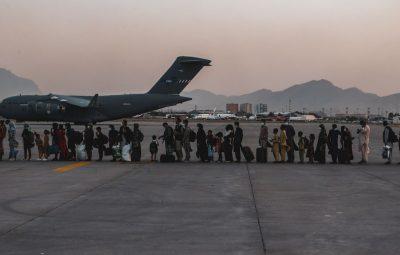 afeganistao 400x255 - Explosão fora do aeroporto de Cabul mata pelo menos 13 pessoas