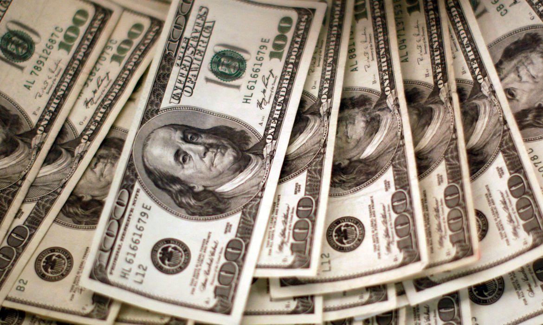 Dólar bate em R$ 5,27, mas termina dia vendido a R$ 5,19