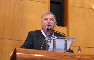 Bento Venturim recebe Comenda do Merito Agricola foto Lucas Costa 1 400x255 - Folha Iconha
