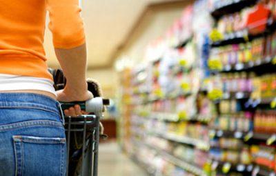 consumo1 familias 400x255 - Intenção de consumo das famílias recua 0,7% de agosto para setembro, diz CNC