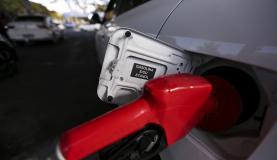 Petrobras eleva preço da gasolina e reduz o do diesel - Petrobras eleva preço da gasolina e reduz o do diesel