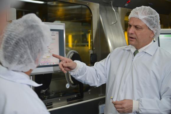 País tem estoque para imunizar todos os brasileiros não vacinados, diz ministro
