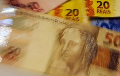 dinheiro 400x255 - Governo manterá transferências voluntárias para estados e municípios