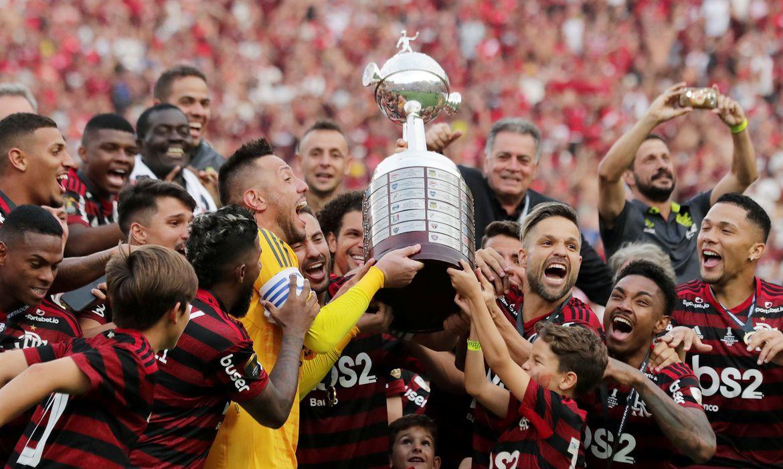 Torcedores do Flamengo revivem emoção do bi na Libertadores de 2019