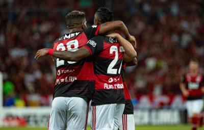 flamengo abraco 1 400x255 - Flamengo fecha acordo com jogadores para redução de 25% dos salários