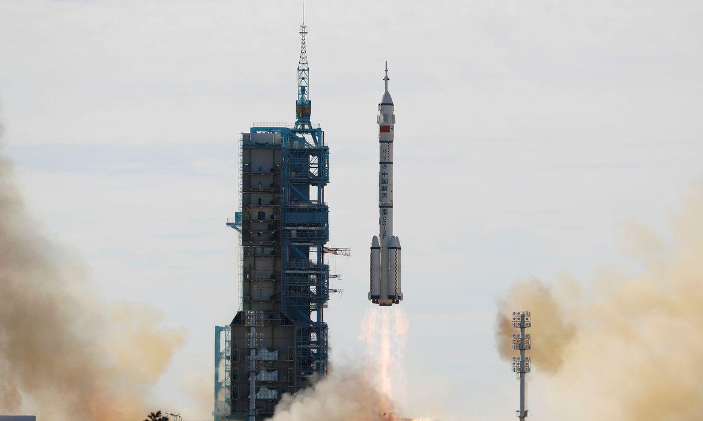 Astronautas chineses começam a fazer da nova estação espacial seu lar