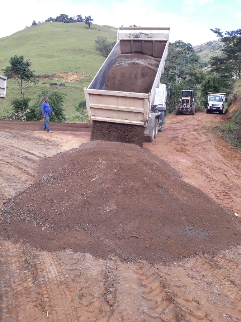 Prefeitura de Iconha revitaliza estradas no interior do município