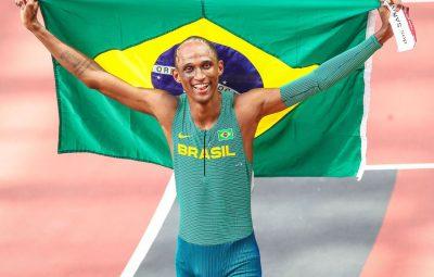 Alisson dos Santos 400x255 - Olimpíada: Alison dos Santos é bronze nos 400 m com barreiras