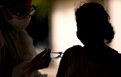 vacinao contra covid 19 51331657790 o 0 400x255 - Covid-19: metade das prefeituras aplicou a 1ª dose em 70% dos adultos